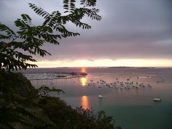 Lever de soleil sur le port de St Cast