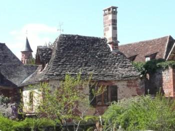 La Mérelle et clocher église Collonges-la-Rouge