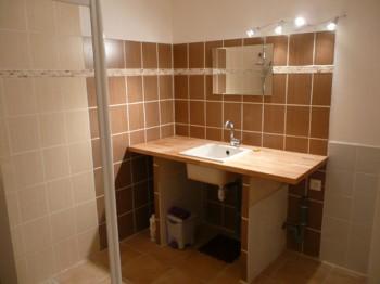 Une des salles de douche de la Mérelle de Collonges-la-Rouge